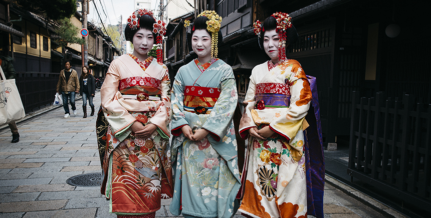 A rare sighting of colorful maiko